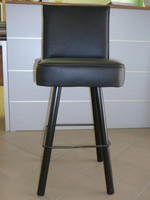 zvětšit fotografii  Barová židle k herním automatům,železná podnož. Sedák opěrka kožená.Možnost výběru loga.