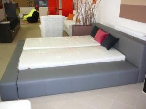 Kožená postel dle přání zákazníka včetně matrací190 x200 cm